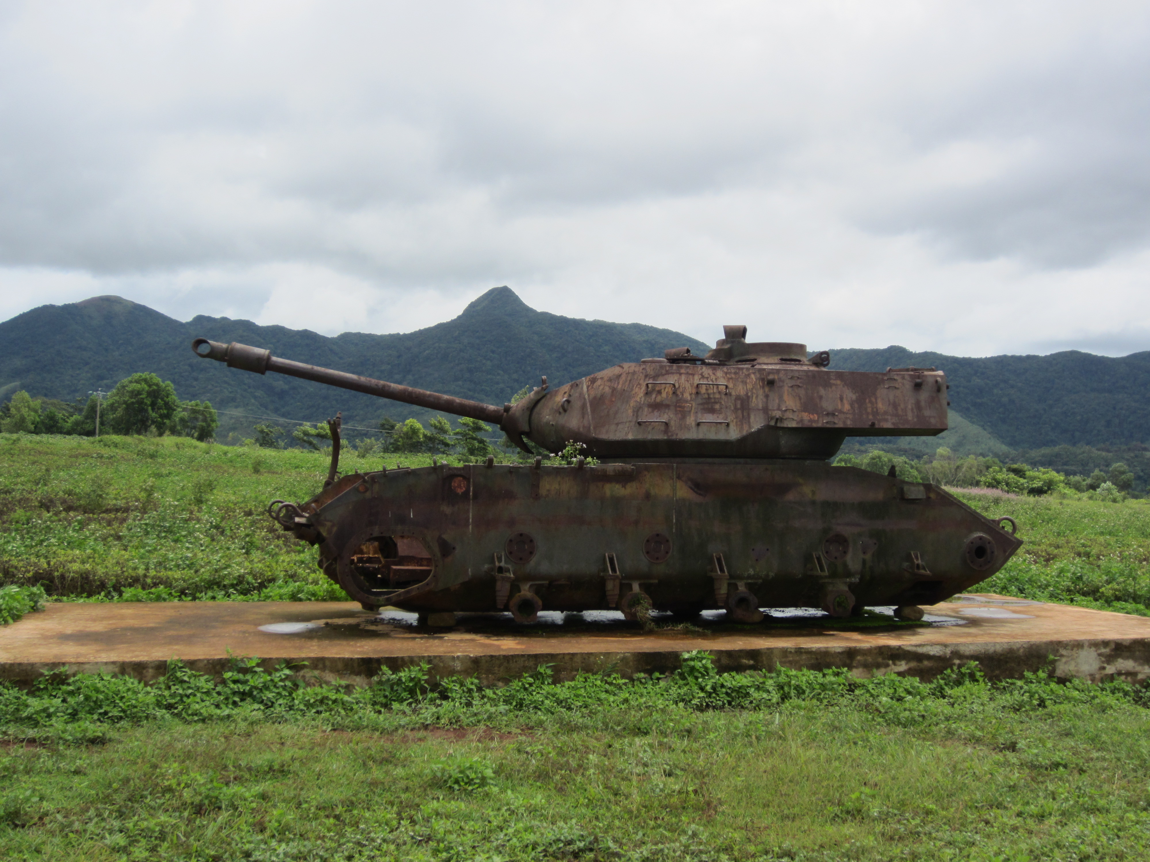 khe sahn Preliminaries edit the camp edit the village of khe sanh was the seat of government of huong hoa district, an area of bru montagnard villages and coffee plantations, situated about seven miles from the laotian frontier on route 9, the northernmost transverse road in south vietnam.